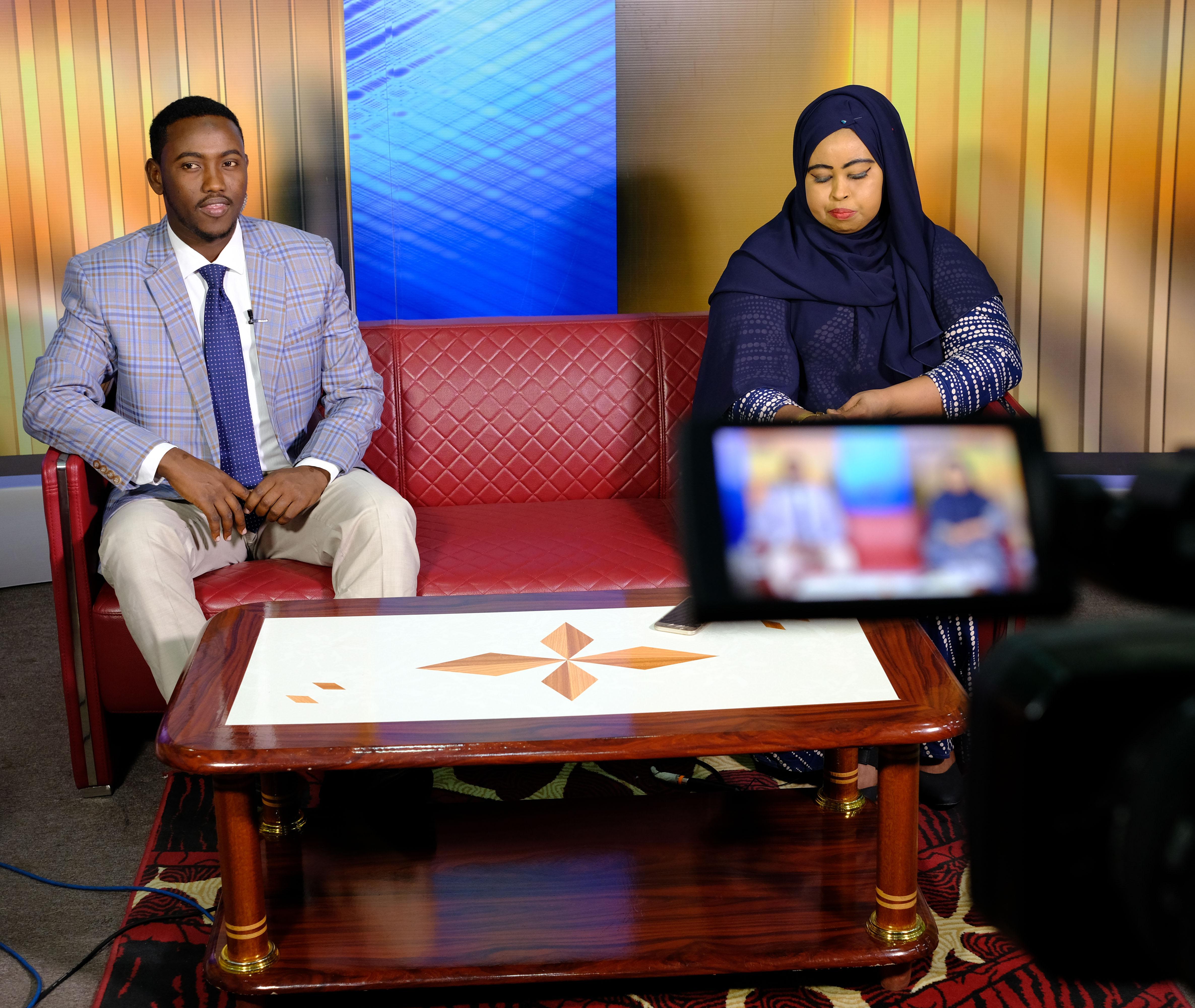 Somalialaiset toimittajat valmistautuvat suoraan lähetykseen