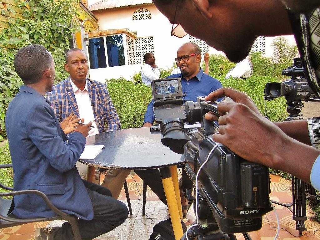Mohamed Moalimuu ja Wali Hashi Jubaland TV-n haastattelussa