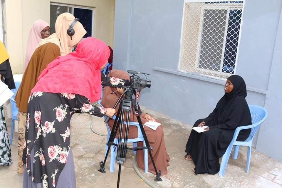 Naistoimittajat haastattelevat naista