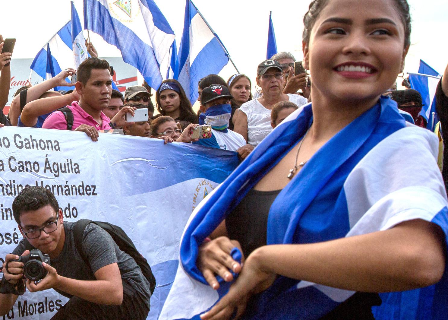 Valokuvaaja mielenosoituksessa