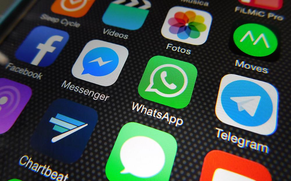 Kuvakaapaus kännykän ruudulta, jossa useita viestisovelluksia